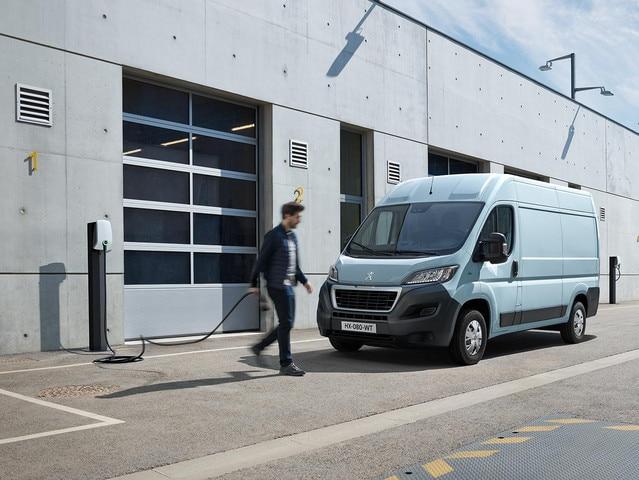De nieuwe Peugeot e-Boxer: opladen via de wallbox bij uw bedrijf