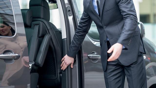 Peugeot Traveller Business - handsfree bediening schuifdeuren
