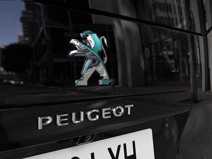 Nieuwe Peugeot e-TRAVELLER BUSINESS - Dichroïsche leeuw achter
