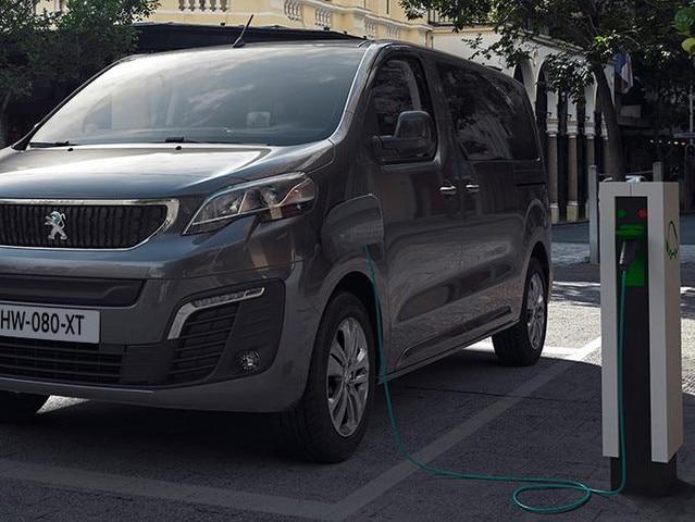 Nieuwe Peugeot e-EXPERT COMBI – Opladen via een openbaar laadpunt