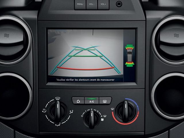 Peugeot Partner -  dashboard - achteruitrijcamera