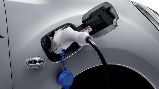 Peugeot Partner Electric - laadcapaciteit - stekkerdoos